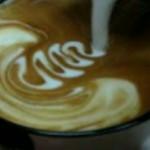 Caffè con panna al rallentatore